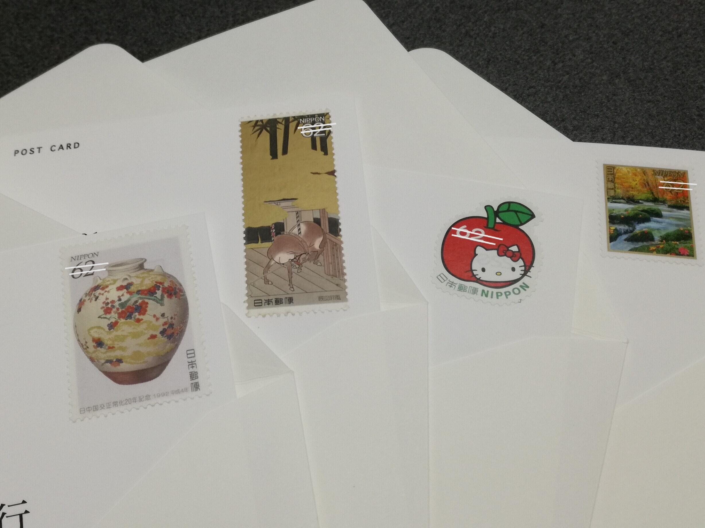 c52d92bbfd073 友人への返信ハガキの切手は可愛い物や、祖母が持っていた金色が入っている昔の切手を使ってみました。」